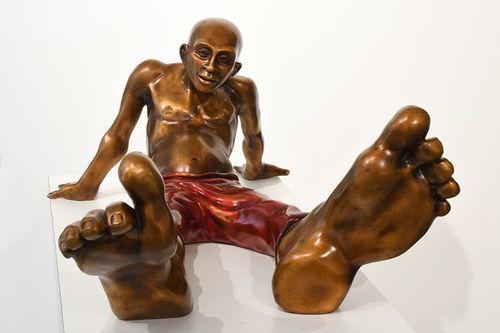 Bigfoot 36 Bronze with red pants